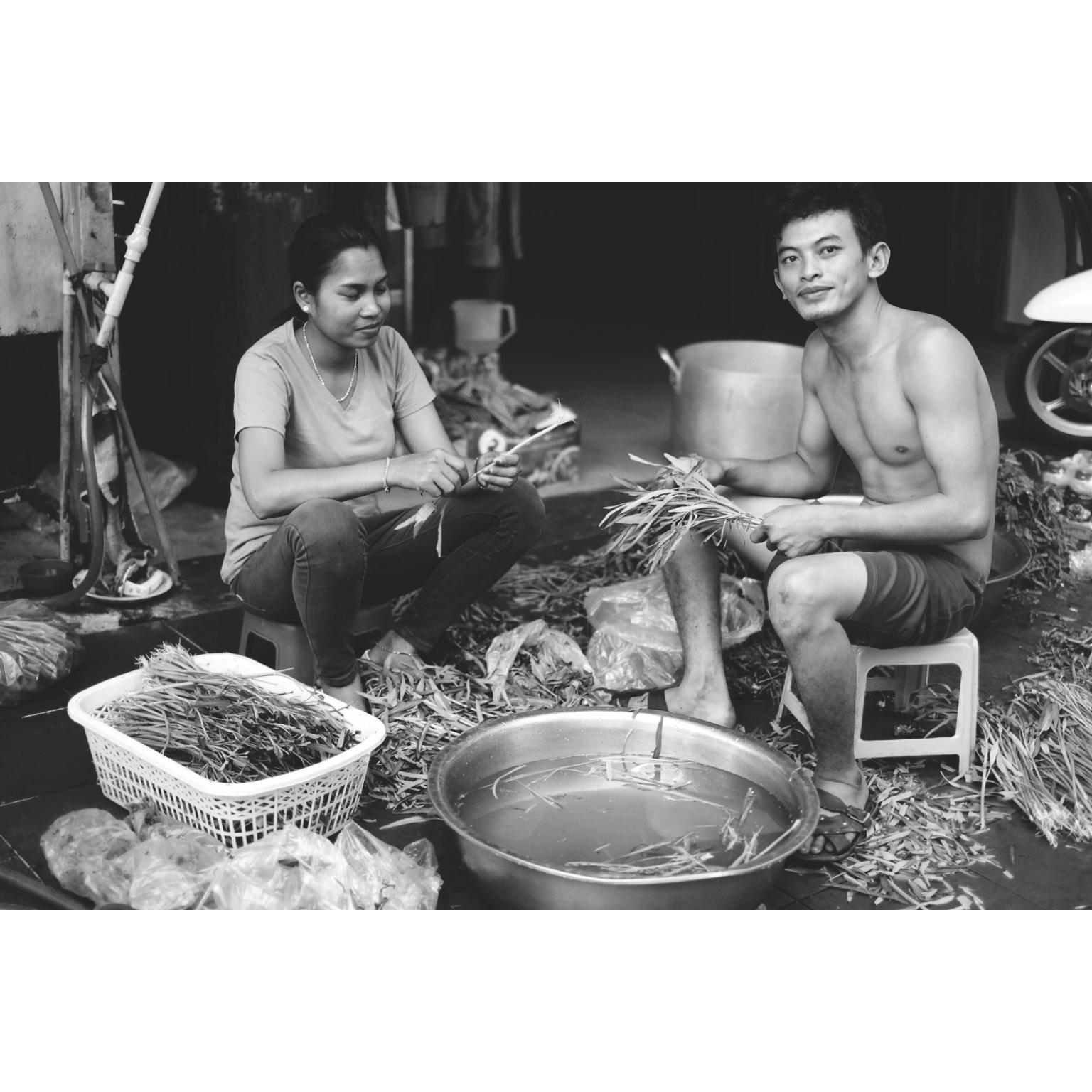 Préparation du repas dans la rue au Cambodge